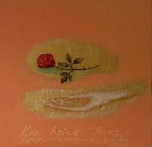 Käsi hoiab roosi